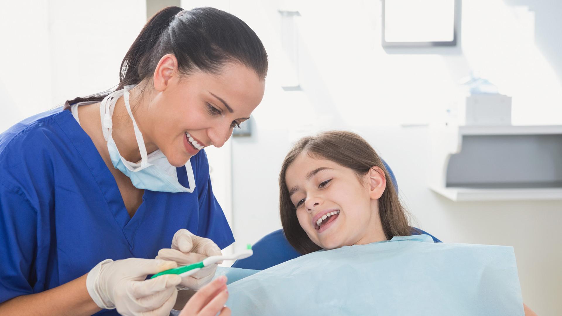 Профессиональная гигиена зубов для детей Бровары